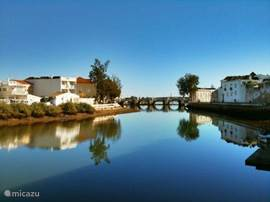 Tavira en de rivier de Gilão; het 'Venetië van Portugal.