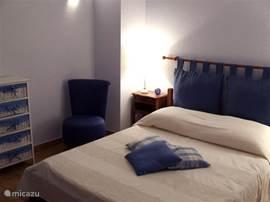 Impressie blauwe slaapkamer. Alle slaapkamers zijn voorzien van airco.