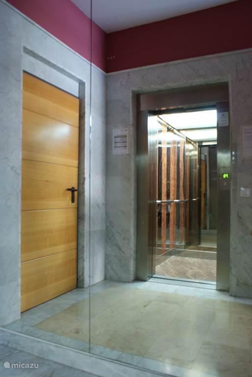Entree lift