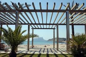 Zin in een heerlijk zonnige strandvakantie in het mooiste dorp aan de Costa Blanca? App La Paz geeft 100€ korting per week in de maand juni en juli.