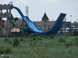 Het Jolly Aqua waterpretpark is op 200 meter van het appartement en leuk voor jong en oud!