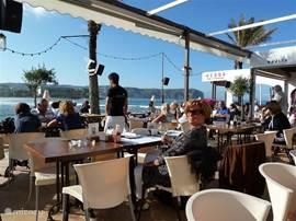 Ons favoriete restaurant Acqua aan de kop van boulevard Arenal. Met een heerlijk glas wijn, wachten tot de zon onder gaat. Prettige bediening!