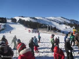 Het sympathieke ski-station van Camurac. Het telt 11 pistes met alle kleuren! Een echt betaalbaar en familiair station.