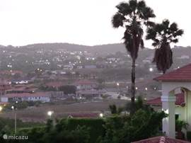 Uitzicht vanaf het balkon aan het begin van de avond.