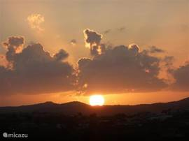 Zonsopgang te zien vanuit je luie stoel op het balkon of vanuit de slaapkamer.