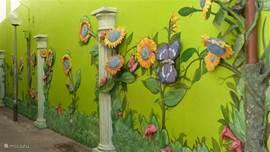 Muurkunst in een zijstraatje van Willemstad (Punda).