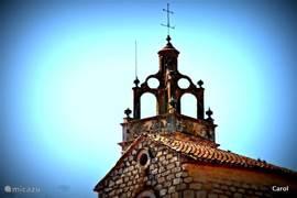De dorpjes in het binnenland hebben allemaal andere kerktorens...de meeste zeer oud en fraai