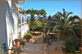 Dit is het entree naar uw casita, ( Spaans voor huisje) terras en tuin.Omgeven door de prachtige natuur in een rustige omgeving.