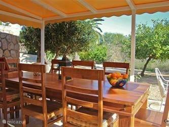 ¨Wie wil hier nu niet zitten¨...... zeggen onze gasten.... ¨als je zo´n terras hebt met zo´n tuin.