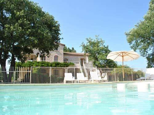 Vacation rental France, Languedoc-Roussillon, Barjac terraced house Domaine de Cassagnole