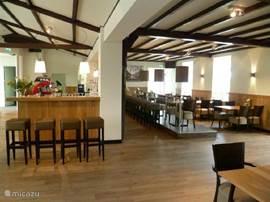 De brasserie en bar op het park. Lunchen en dineren kan je hier voor een leuk budget en lekker!