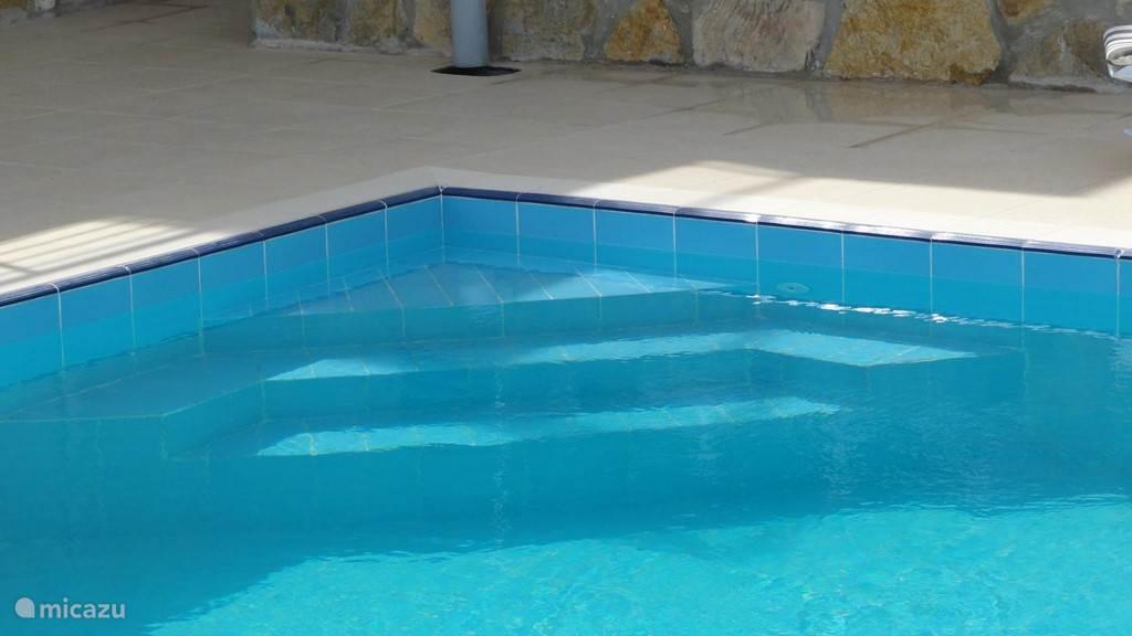 Trap in het zwembad