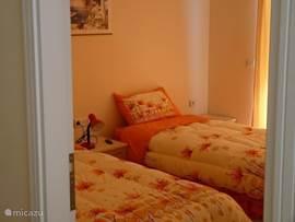 slaapkamer met enkel bedden
