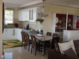 komplete keuken en kleine bar