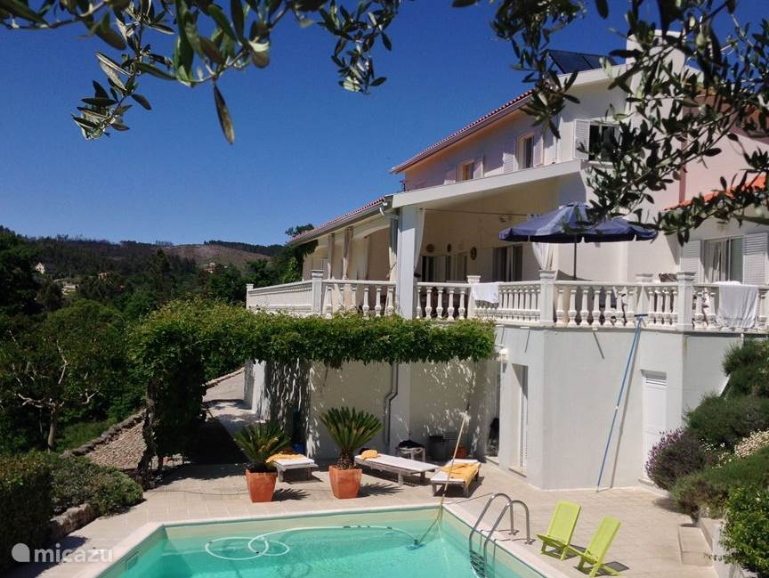 Villa casa Renate is een mooi, ruim,  luxe vakantiehuis. Zowel binnen als buiten is het zeer comfortabel: een schitterende plek voor een heerlijke vakantiebelevenis. mei 2014