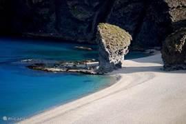 Playa de los Muertos is een van de bekendste stranden van Cabo de Gata
