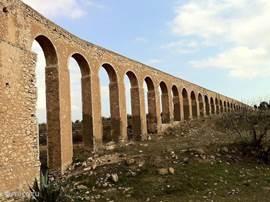 Het kenmerkende 19e eeuwse aquaduct vlak bij ons huis