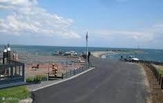 naast het strandje ligt brasserie De Zeester