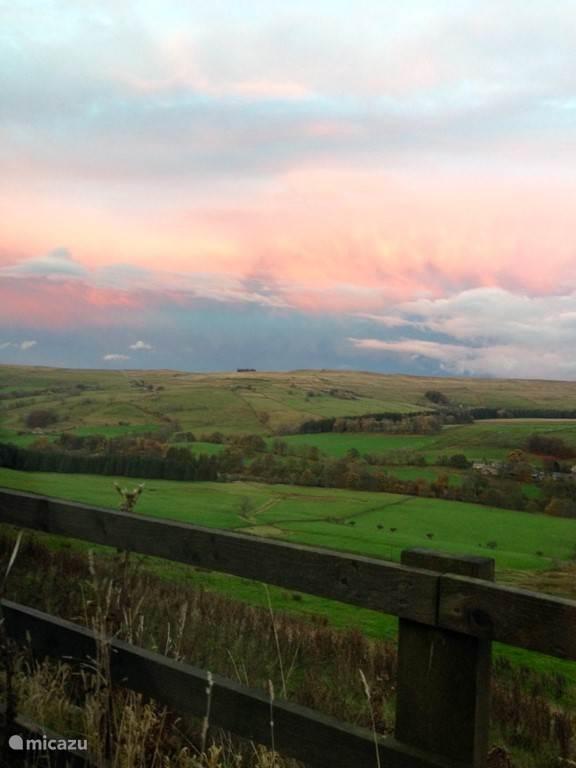 Komend vanuit Hexham, via Langley, onderweg terug naar de Barn even de mooie rooie wolken op de kiek