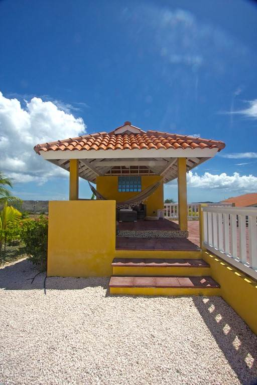 Shady gazebo, well situated on the wind. With lounge and hammock