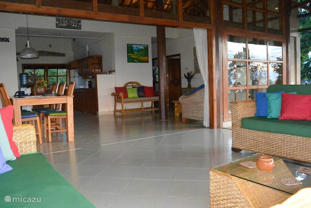 Living room met aansluitende veranda