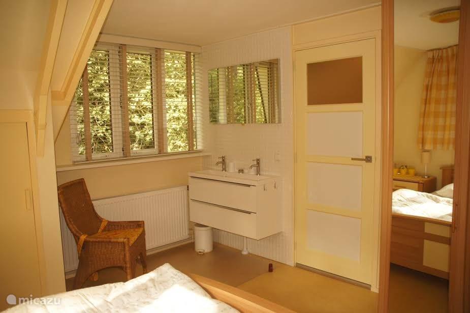 De andere tweepersoons slaapkamer met een tweepersoons bed