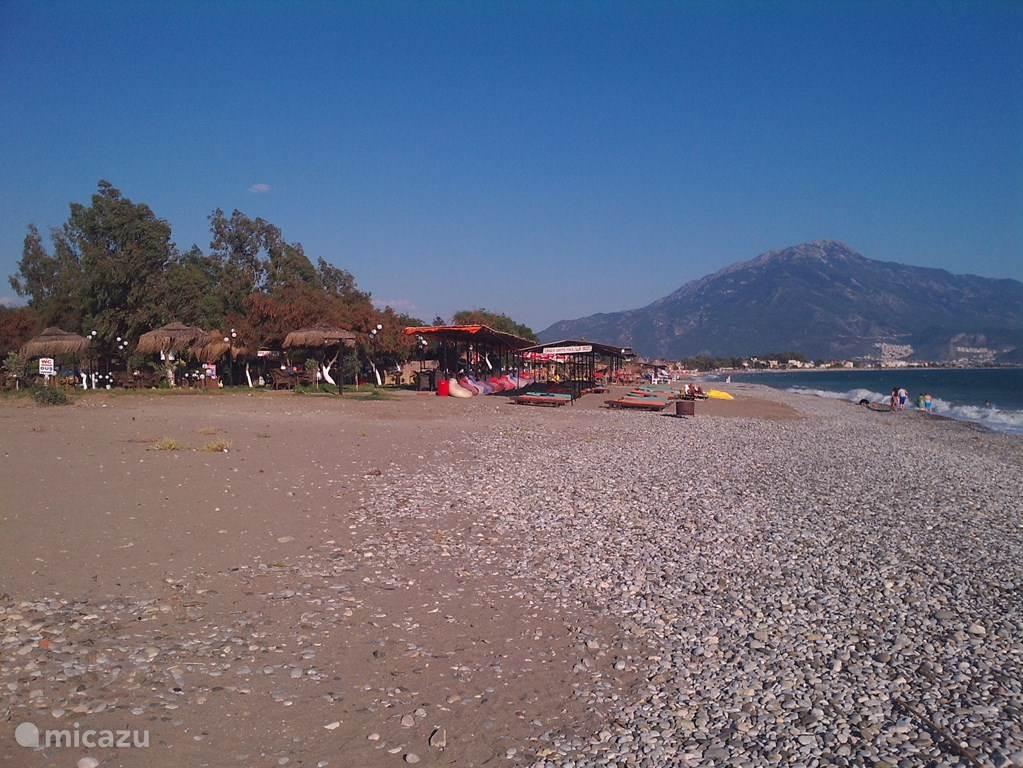 Onze strand, aanzicht richting Fethije