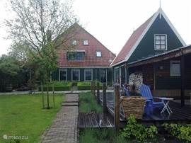 Monumentale woonboerderij met apart gastenverblijf.