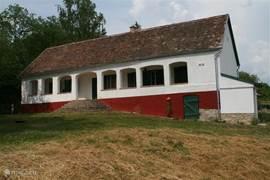 Villa Mecsek met uitzicht over alleen maar bossen tot aan de bergen van Kroatië. Het huis is enkele jaren geleden van binnen en buiten volledig gerenoveerd.