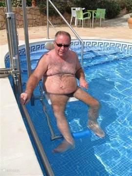 zwembadlift voor de oudere of minder valide