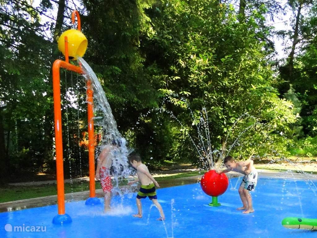 In ons nieuwe Spetterpark kunnen jong en oud heerlijk afkoelen op warme dagen