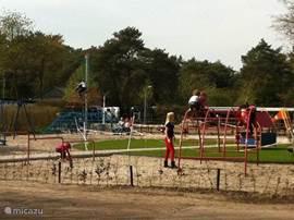 De speeltuin die in 2012 nieuw is aangelegd.