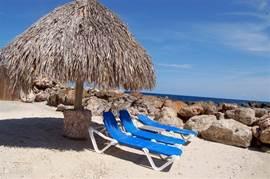 Het resort beschikt over een privé strandje.