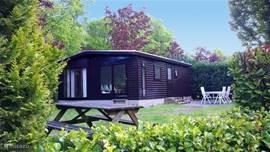 De Recedo Lodge is omringd door veel groen en heeft een heerlijke tuin, wat ervoor zorgt dat u het echte buitenleven ervaart. In het huisje is het s'winters ook prima vertoeven met CV en dubbel glas