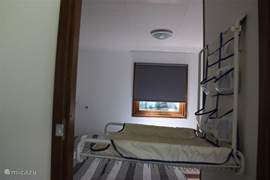 Slaapkamer 2 beschikt over een uitklapbare commode voor het verschonen van de kleinsten.