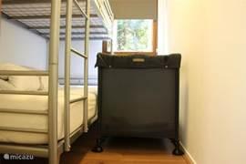 In slaapkamer 3 kan een campingbedje bij geplaatst worden.