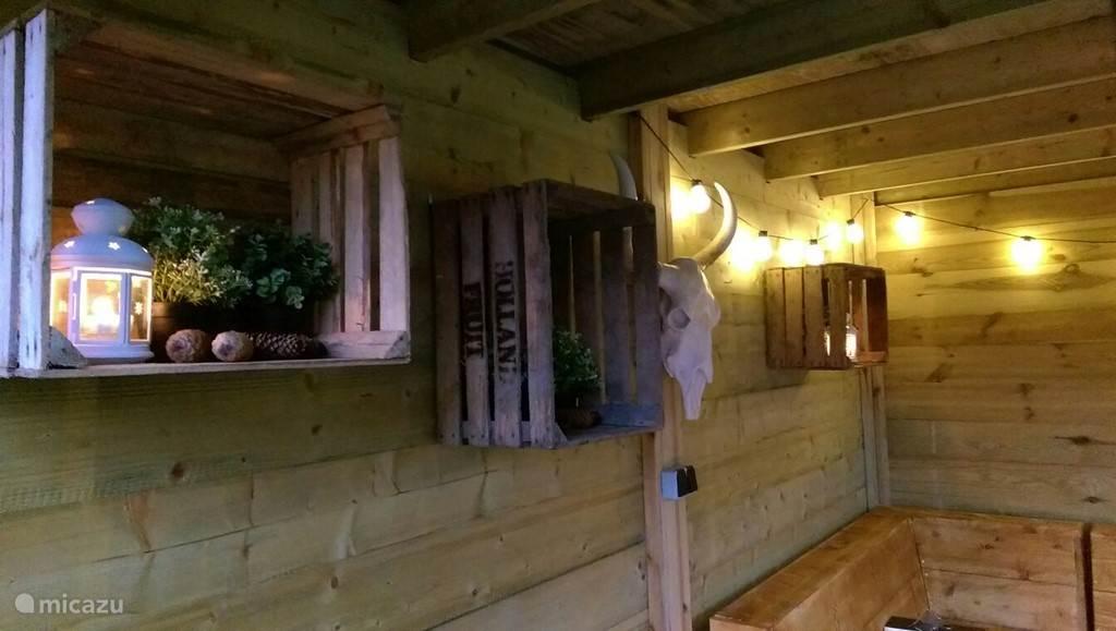 Heerlijk genieten in de sfeervolle veranda!