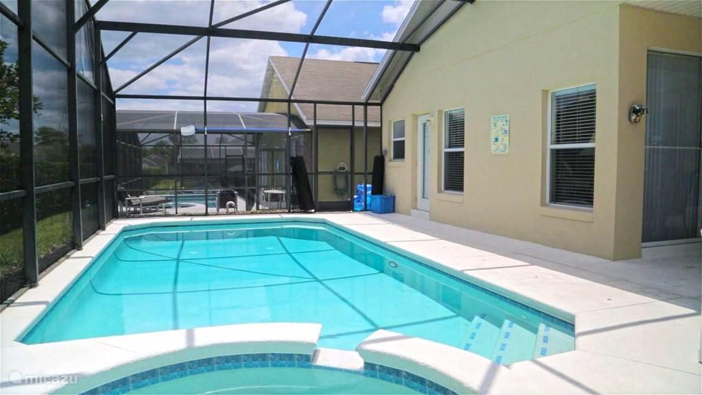 Privé zwembad, volop privacy. Zwemmen onder de sinaasappelbomen