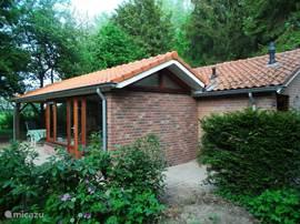 bungalow hessen cottage in hummelo gelderland. Black Bedroom Furniture Sets. Home Design Ideas