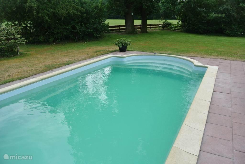 In 2016/2017 hebben we het zwembad geheel opgeknapt. Nieuwe coating en schilderbeurt en nieuwe randtegels.