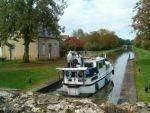 Canal de nivernais, waar in de zomerperiode veel gebruik van wordt gemaakt door vakantiegangers per boot
