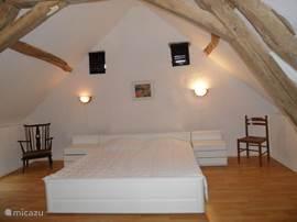 Slaapkamer 1  Heerlijke ruime en lichte slaapkamer,2 persoonsbed 200x180