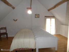 Slaapkamer 2 Ruime lichte 2 persoons slaapkamer met 2x 1 persoonsbedden van 2x 90x200