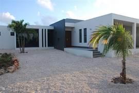 Die Villa ist perfekt auf den Wind gebaut, so gibt es immer natürliche Kühlung herrscht im Inneren und auf den Veranden.