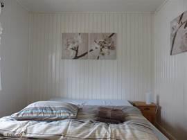 slaapkamer 2 vanaf voeteneind gefotografeerd