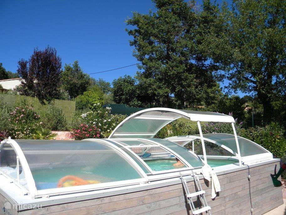 Zon-, zwem- en relax-plezier, en ook nog eens een weids uitzicht over de Basses Gorge du Verdon. Wat wil je nog meer?
