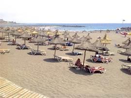 Strand op 250 meter afstand.