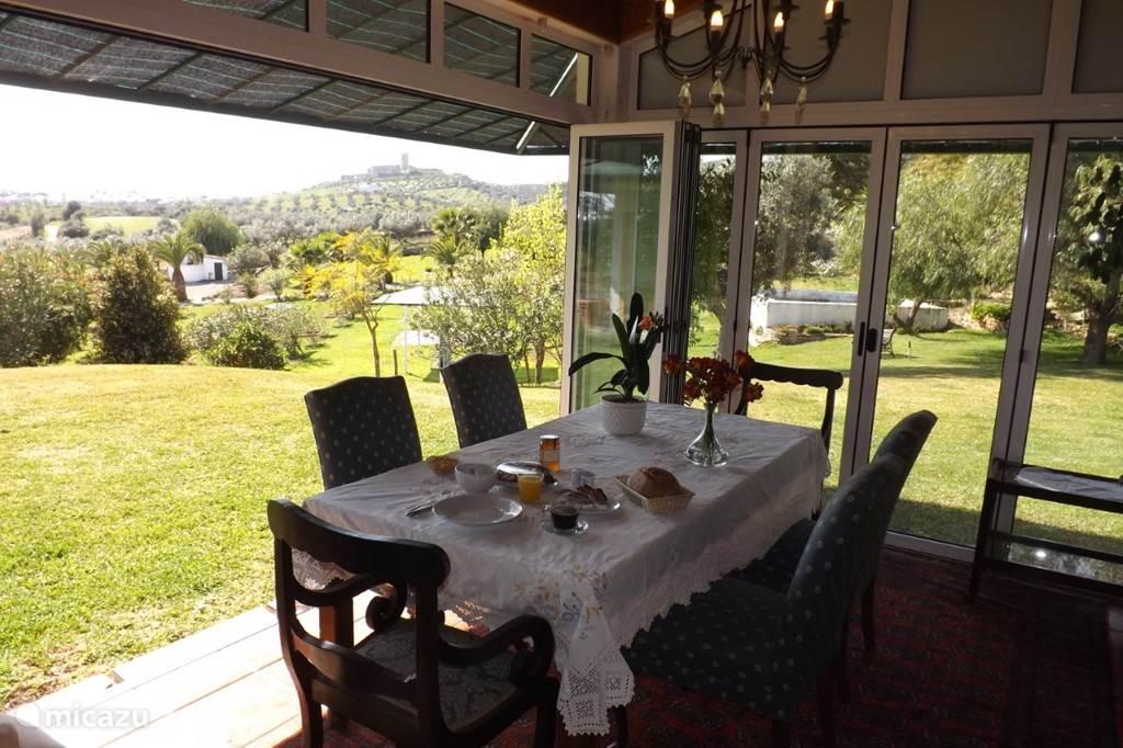 Ontbijt/buffet in het huis van de Eigenaar
