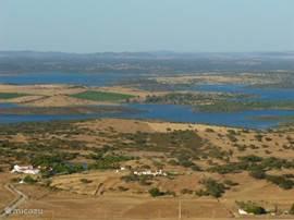 Panorama Alqueva stuwmeer. Dagelijkse boottochten eventueel gecombineerd met lunch