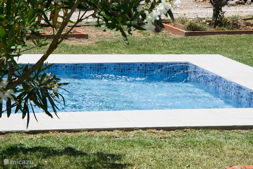 Separate Shallow Pool for litle Children